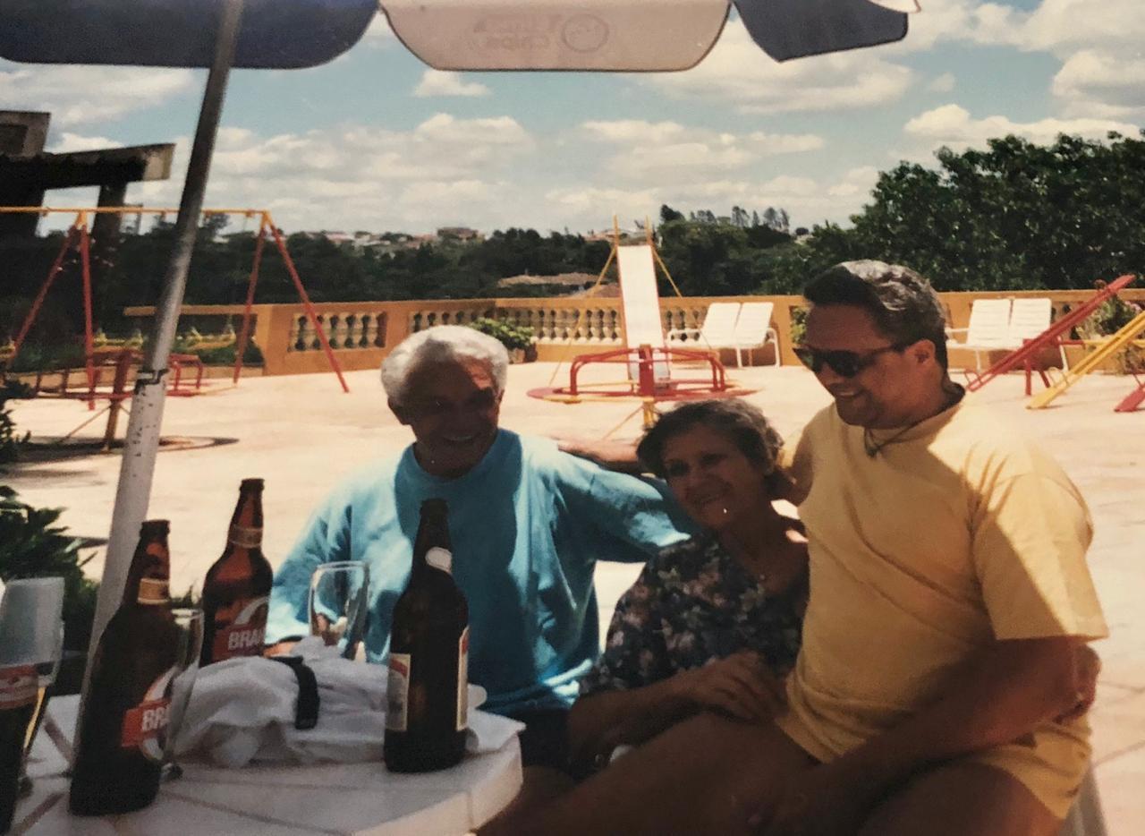 Roberto de Souza com seus pais, festa de Confraternização do CTE - 1997